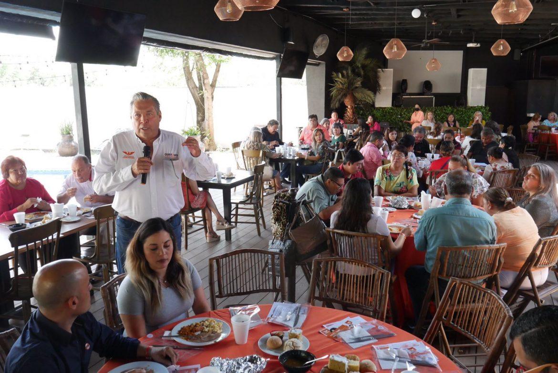Gustavo Cárdenas celebra al magisterio en su día