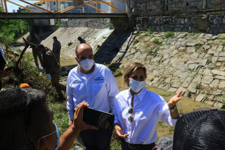 Supervisa Pilar limpieza  de drenes en la ciudad