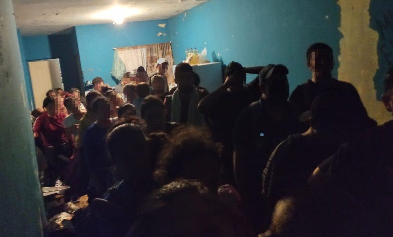 Aseguran a 50 migrantes centroamericanos