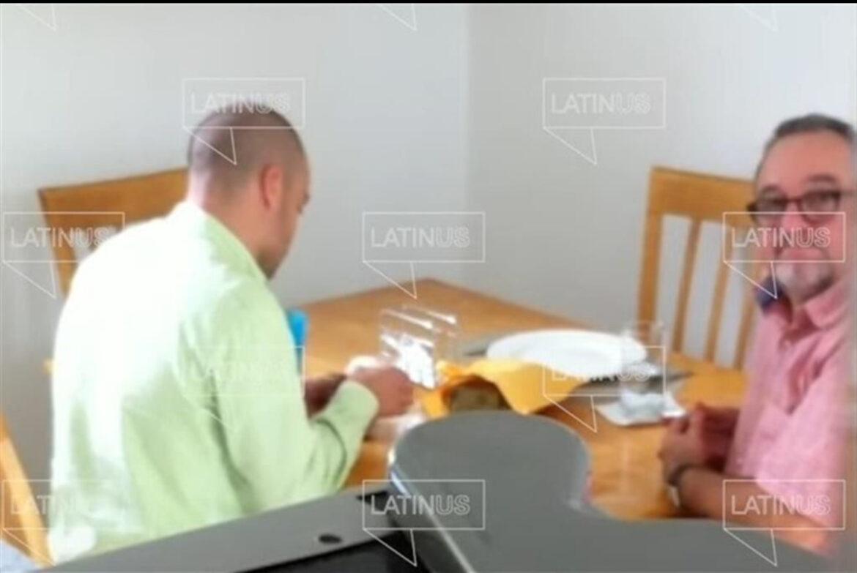 Cachan a otro hermano de AMLO recibiendo bolsas de dinero