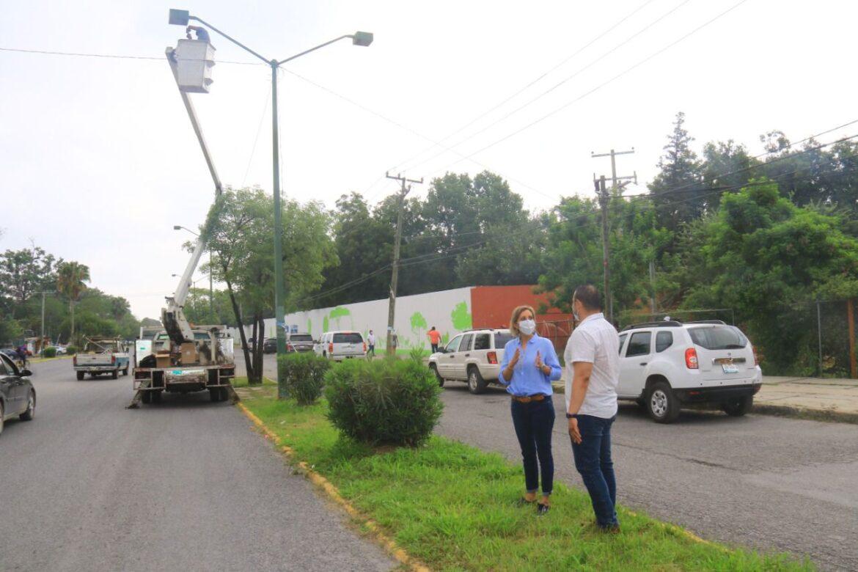 Instalan 370 luminarias  en la Calzada Tamatán