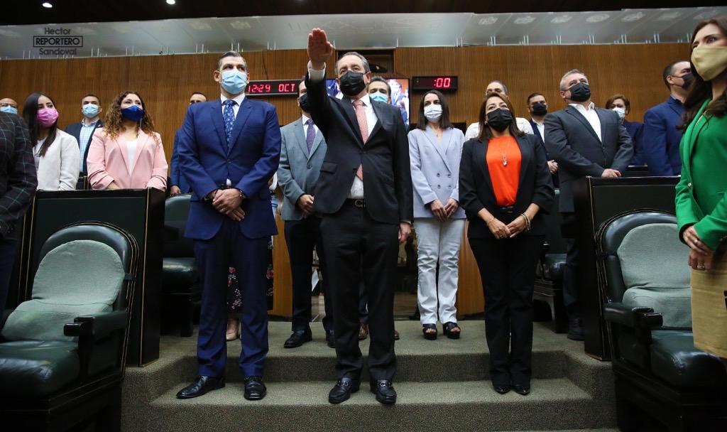 NL: Tesorero y Contralora rinden protesta ante el Congreso